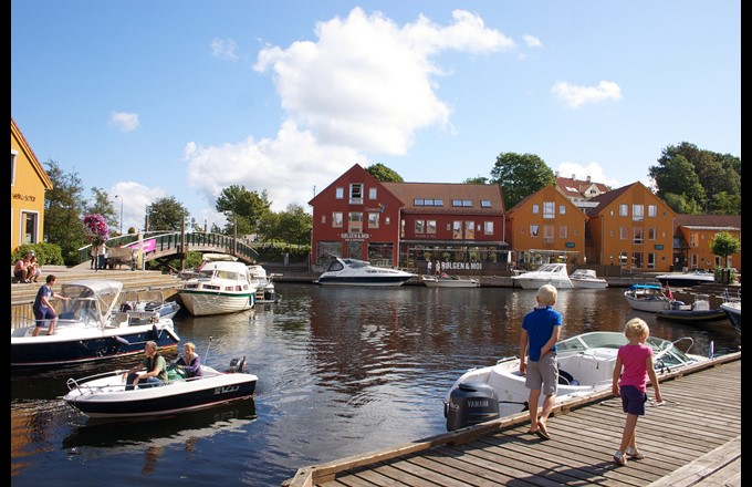 "The former fish pier ""Fiskebrygga"" is an area with restuarants close to the conference hotel. Photo: Visit Sørlandet"